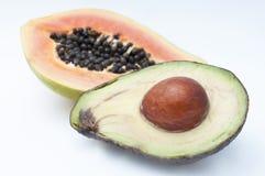Avokado och papaya Arkivfoton