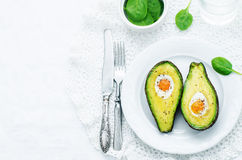Avokado som bakas med ägget Royaltyfri Fotografi