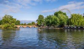 Avon运河,在Avon,威廉・莎士比亚` s镇,西米德兰平原,英国的斯特拉福 免版税库存照片