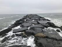 Avon-- Pelo molhe do mar Imagens de Stock