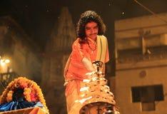 Avond Ganga Aarti in Varanasi royalty-vrije stock foto's
