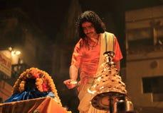 Avond Ganga Aarti in Varanasi stock foto's