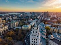 Avond Voronezh Zonsondergang Van de de het Beleidsbouw en Revolutie van de zuidoostenspoorweg vooruitzicht Luchtmening van hommel royalty-vrije stock afbeeldingen