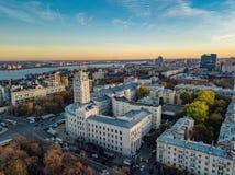 Avond Voronezh Zonsondergang Van de de het Beleidsbouw en Revolutie van de zuidoostenspoorweg vooruitzicht Luchtmening van hommel royalty-vrije stock foto's