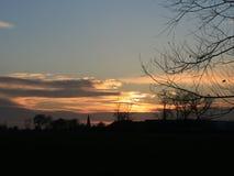 Avondgebied, zonsondergang met wolken Stock Foto