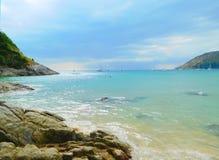 Avondgetijde op het strand van Nai Yang in Thailand Indisch o Stock Foto
