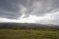 Avondhemel en panorama's van bergtop van Phu Lom Lo, het Nationale Park van Phu Hin Rong Kla, Kok Sathon, Dan Sai District, Loei, Stock Afbeelding
