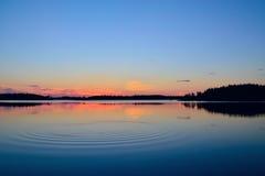 Avondkalmte Meer Engozero, Noord-Karelië, Rusland Stock Fotografie