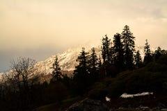 Avondkleuren in het Himalayagebergte, India royalty-vrije stock foto's