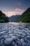 Avondlicht bij Soca-Rivier, Slovenië, het Nationale Park van Triglav Stock Fotografie