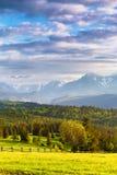 Avondlicht in de lente Zonsondergang in Tatra-Bergen, Polen Royalty-vrije Stock Afbeelding