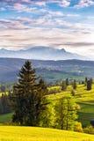 Avondlicht in de lente Zonsondergang in Tatra-Bergen, Polen Royalty-vrije Stock Fotografie