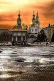 Avondlicht over het klooster in Diveevo Rusland stock foto's