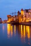 Avondlichten over Motlawa-rivier, Gdansk Royalty-vrije Stock Foto