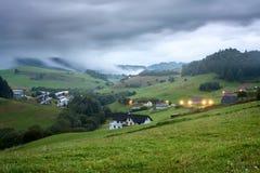 Avondmening bij het dorp Pucov, district Dolny Kubin, Slowakije, de zomer van 2016 Stock Foto's