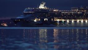 Avondmening van de Voerings Noors Juweel die van de Passagierscruise in Zeehaven varen stock video