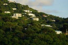 Avondmening van gebouwen in Prins Ruperts Cove, St Thomas, USVI stock fotografie