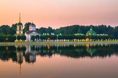Avondmening van het de reservemuseum Kuskovo, het vroegere landgoed van de Staat van het de zomerland van de 18de eeuw moskou Rus stock afbeeldingen