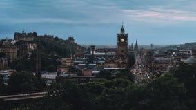 Avondpanorama van de stad Edinburgh stock afbeeldingen