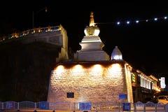 Avondscène van witte pagode Royalty-vrije Stock Foto's