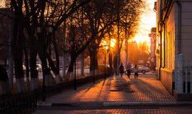avondstraat bij zonsondergang Royalty-vrije Stock Fotografie