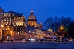 Avondverlichting van Heilige Petersburg Stock Foto's
