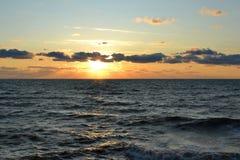 Avondzonsondergang op de Zwarte Zee Stock Foto