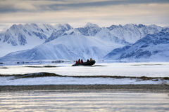 Avonturentoeristen - Svalbard Eilanden - het Noordpoolgebied Royalty-vrije Stock Fotografie