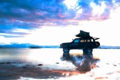 Avontuur in de meerwateren met terrein stock afbeeldingen