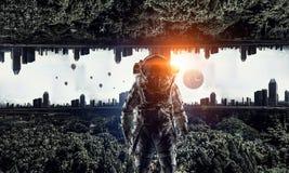 Avontuur van ruimtevaarder Gemengde media Stock Afbeeldingen