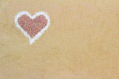 Avontuurtje; korrels; hart; liefde; minnaar; Romaans; romantisch; zand; shap Royalty-vrije Stock Afbeeldingen
