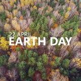 22 avril Jour de terre Vue aérienne du forrest avec c différent Images stock