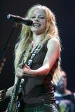 Avril Lavigne Performs i konsert royaltyfri bild