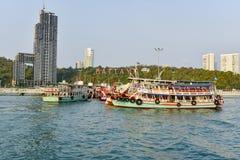 26 avril 2016 places de touristes de Koh Larn dans la ville Situé sur t Image libre de droits