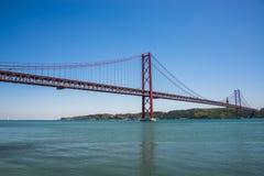 25 avril pont à Lisbonne, Portugal Image stock