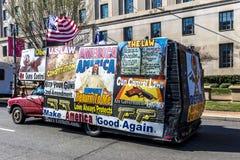 11 avril 2018 - WASHINGTON DC - le panneau d'affichage mobile pour le 2ème amendement, se protégeant lance des droites, Contrôle, photos stock