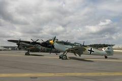 Avro Ланкастер, Messerschmitt BF109 и Spitfire Mk14 на Фарнборо стоковая фотография rf