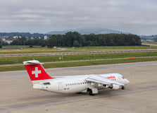 Avro RJ100 de Swiss International Air Lines Photo stock