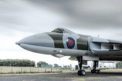 Avro Vulcan XJ823 pod ciężkimi niebami podczas elektrycznej burzy obrazy stock