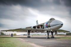 Avro Vulcan XJ823 pod ciężkimi niebami podczas elektrycznej burzy obraz royalty free