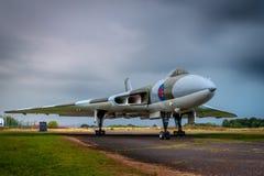 Avro Vulcan XJ823 pod ciężkimi niebami podczas elektrycznej burzy obrazy royalty free