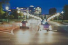 Avsiktligt defocused och suddig nattbild av trafik som g?r ?ver en bro Taget i den Georgetown Washington DC, ?ver tangenten royaltyfri bild