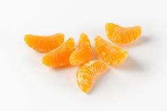 Avskilda segment av tangerin Arkivbild