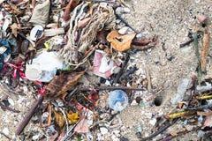 Avskräde på stranden Arkivfoton