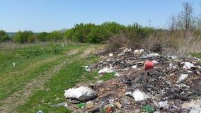 Avskrädeförrådsplats Hushållavfallsen emballage förorening för miljö Arkivfoto