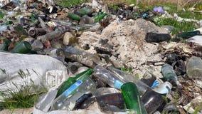 Avskrädeförrådsplats Hushållavfallsen emballage förorening för miljö Arkivbild