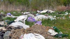 Avskrädeförrådsplats Hushållavfallsen emballage förorening för miljö Arkivbilder