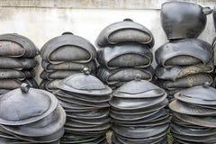 Avskrädefack som göras från gamla rubber gummihjul Fotografering för Bildbyråer