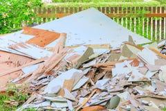Avskrädetegelplattahögen i konstruktionshus renoverar platsen Royaltyfria Bilder