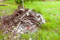 Avskrädetimmerhögen i konstruktionshus renoverar platsen Royaltyfri Fotografi